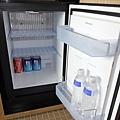 050 冰箱內飲料也是招待.JPG