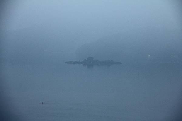 086 霧中拉魯島.JPG