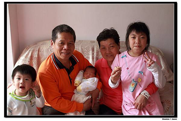 2011-04-04_12 爺爺奶奶+暄+豪.JPG
