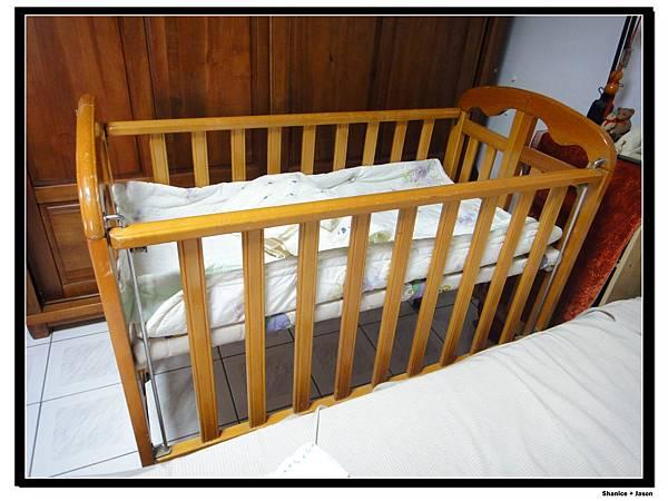 05 小小J在彰化的床.jpg