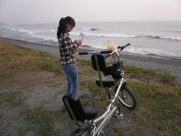騎到海邊來了…