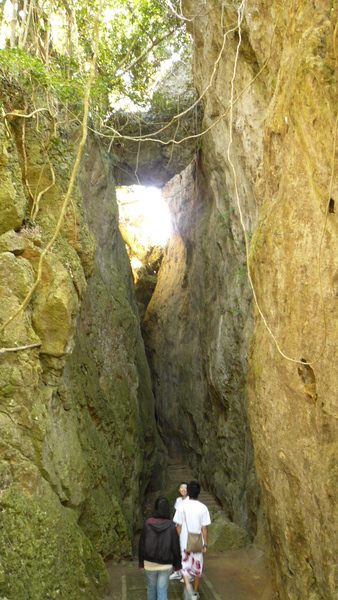 小峽谷-上面卡著一顆很大的石頭