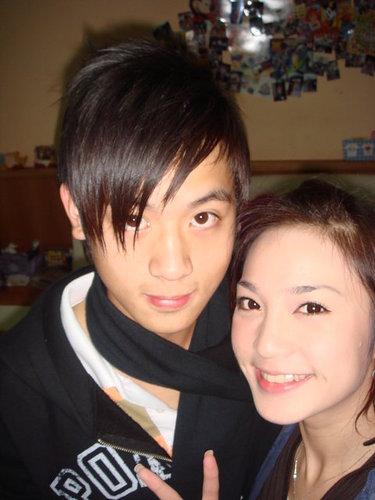 小樂和誰呢?是姊姊嗎?
