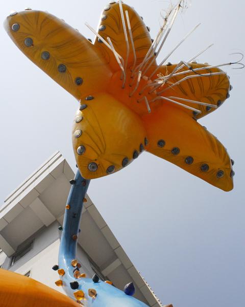 黃位政  HELLO秀山花(秀山花與琥珀椅)