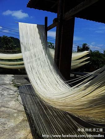 曬麵線-傳統手工麵線20130608_110924