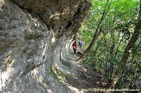 新北石碇登山步道-月扇湖大石壁