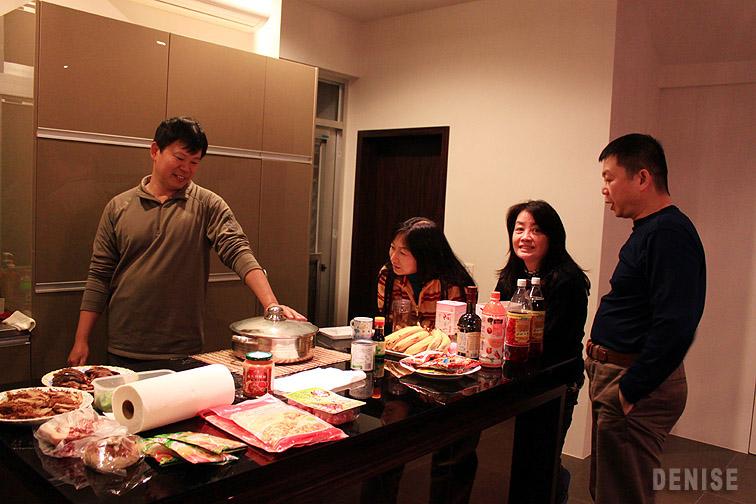 IMG_8582.jpg 大年初一在老公同學家聚會做pizza