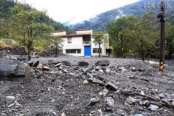 IMG_8784.jpg  可怕的土石流.....都過了2年了還是無法理清....浩劫