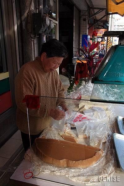 IMG_8987.jpg  天送埤賣九層糕(炊)的小攤