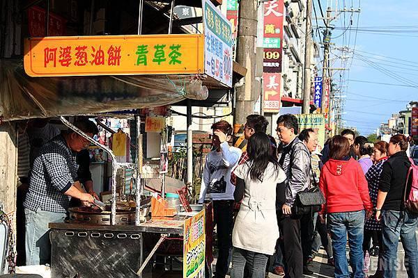 IMG_8994.jpg  阿婆的蔥油餅也是滿滿的人潮