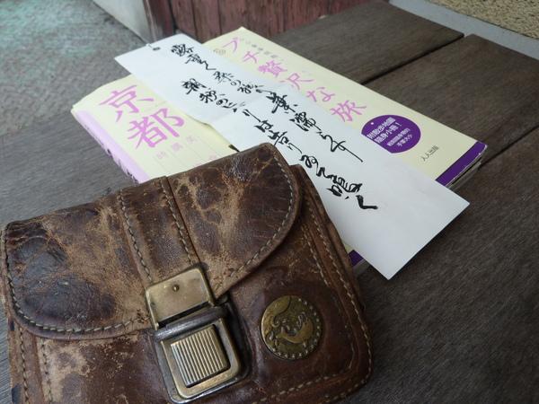 阿公的隨身包包  書法小詩  彷佛陪我一同遊漫遊京都