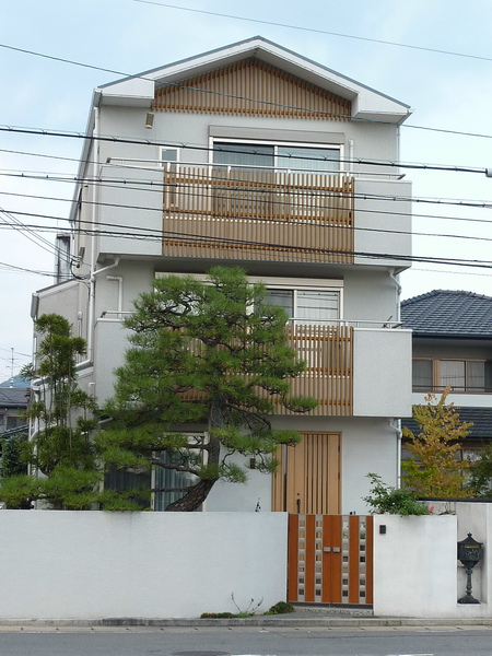 往嵐山渡月橋的方向  民宅  在京都似乎很多民宅都很重視整體造景