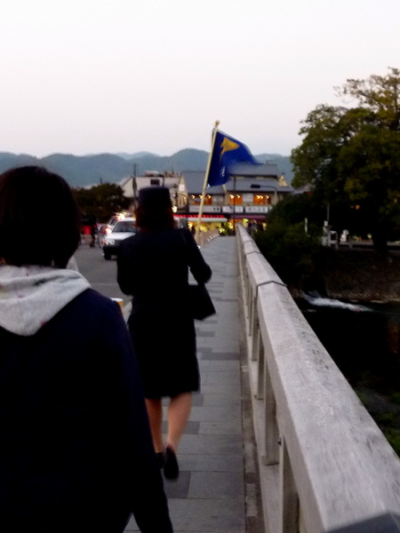 天色漸暗混進奈良交通的觀光團裏一起走出渡月橋