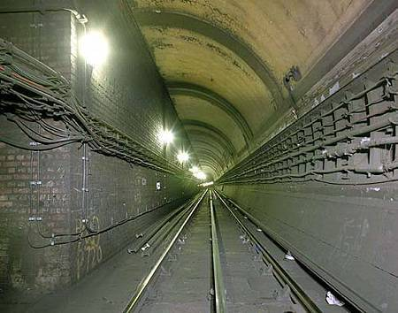 UK tube-01.jpg
