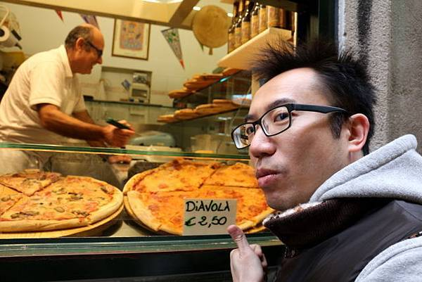 italy_d6_pizza.JPG