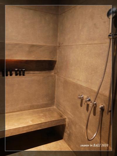 26進淋浴間把身上的油洗得更乾淨些.JPG