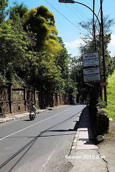 53後來不死心,前往最想去的Bridges Bali 強普罕街JL. Campuhan好長