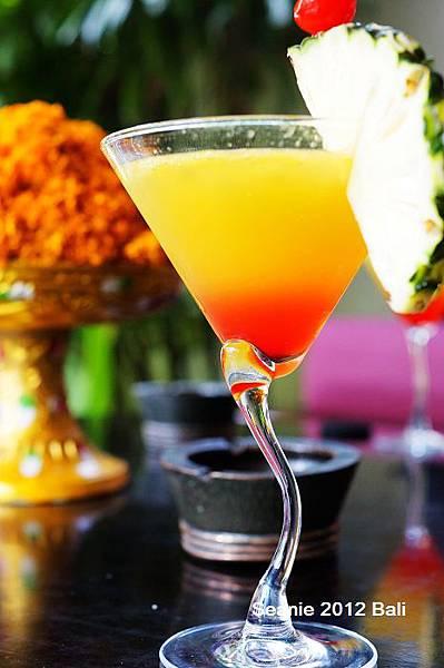 79迎賓飲料叫POP--鳳梨+柳橙+百香果