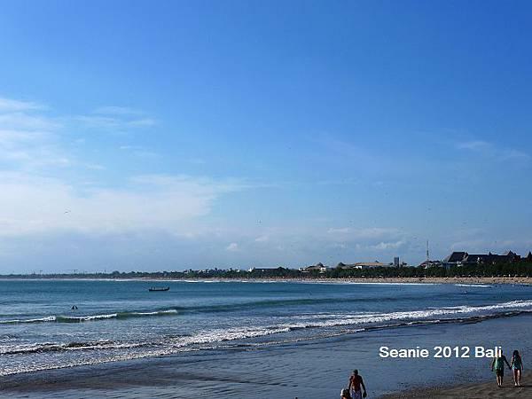 126太陽實在太大,決定回Villa休息,轉往金巴蘭海灘看夕陽
