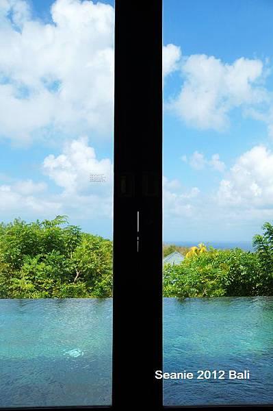 166躺在床上就可以看海景,房間門直通泳池