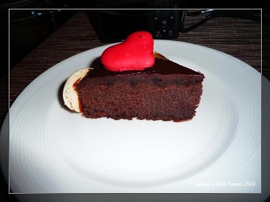 47黑巧克力蛋糕加馬卡龍.jpg