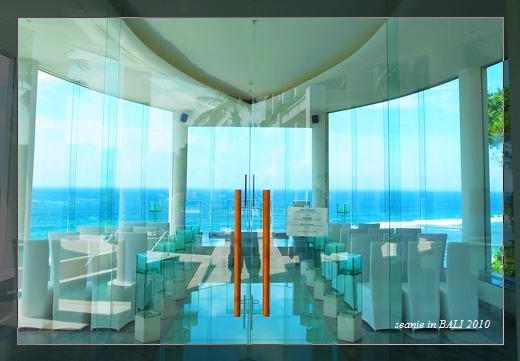 4整座玻璃透窗看著印度洋很浪漫.jpg