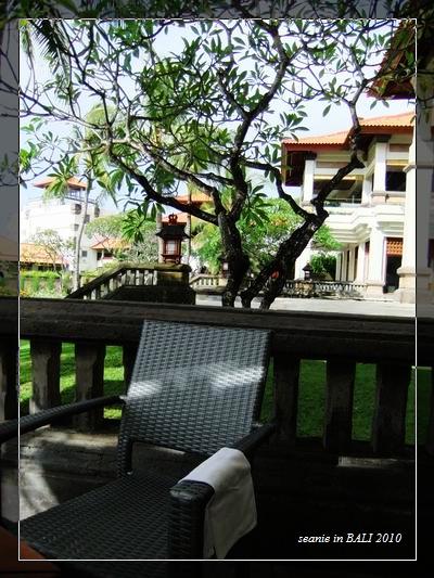 2.在飯店吃早餐照舊要坐戶外吸煙區.jpg