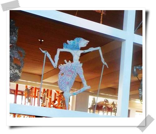 28 St. Regis-Kayuputi用鐵製皮影戲偶做隔間.jpg