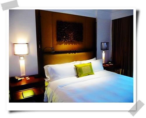 33 St. Regis-Suite的床.jpg