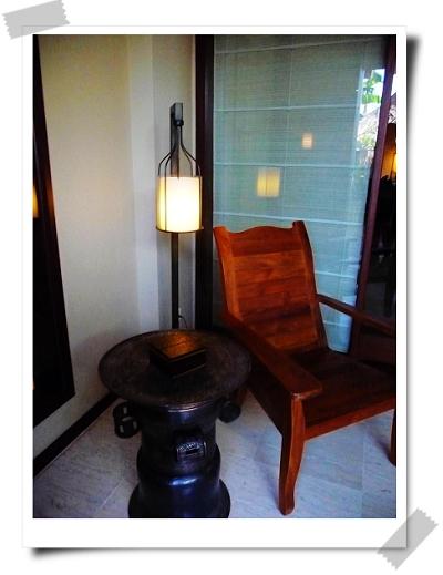 39  St. Regis-Suite擺在戶外的木桌椅.jpg