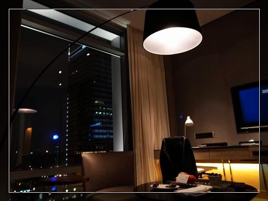 22艾美房間的客廳.jpg