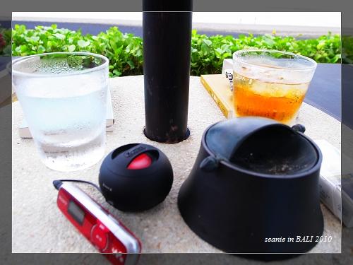 18小說冰飲音樂香煙是必備.JPG