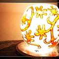 37泰式餐廳saffron門口迎賓的燈飾.jpg