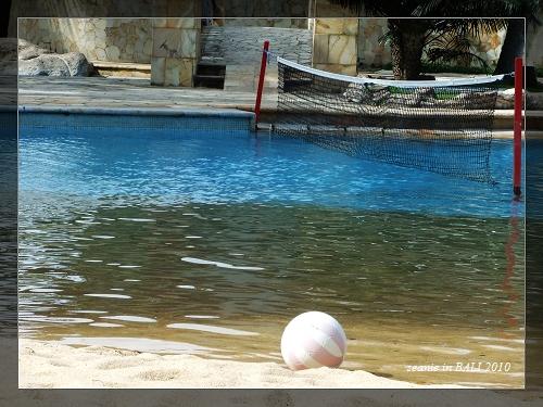 18還下水玩了一會水上排球蠻難移動的.JPG
