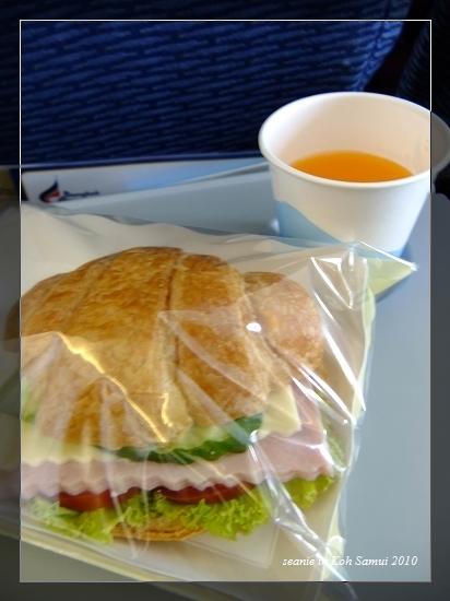 09曼谷航空附的點心午餐.jpg