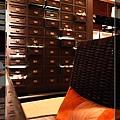 38泰式餐廳saffron餐聽裝潢很典雅.jpg