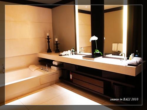 26大間的盥洗沐浴室.JPG