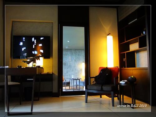 20客廳與外面的小客廳.JPG