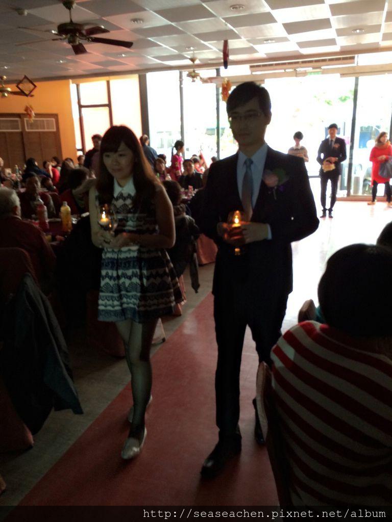 蠟燭浪漫進場