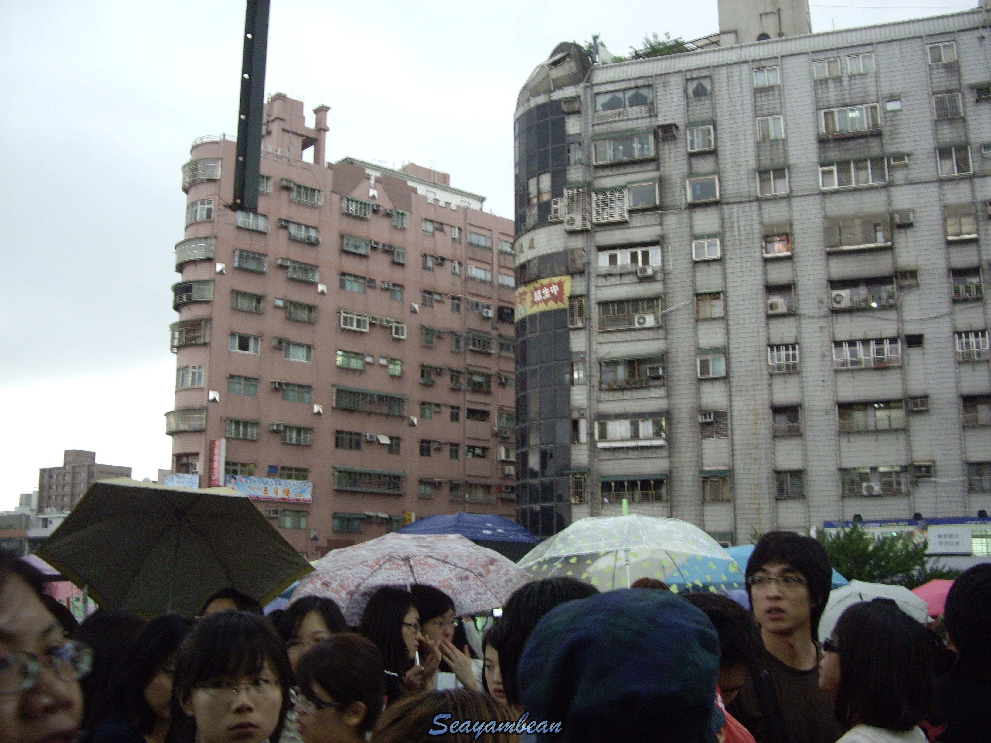 進場前開始下雨.JPG