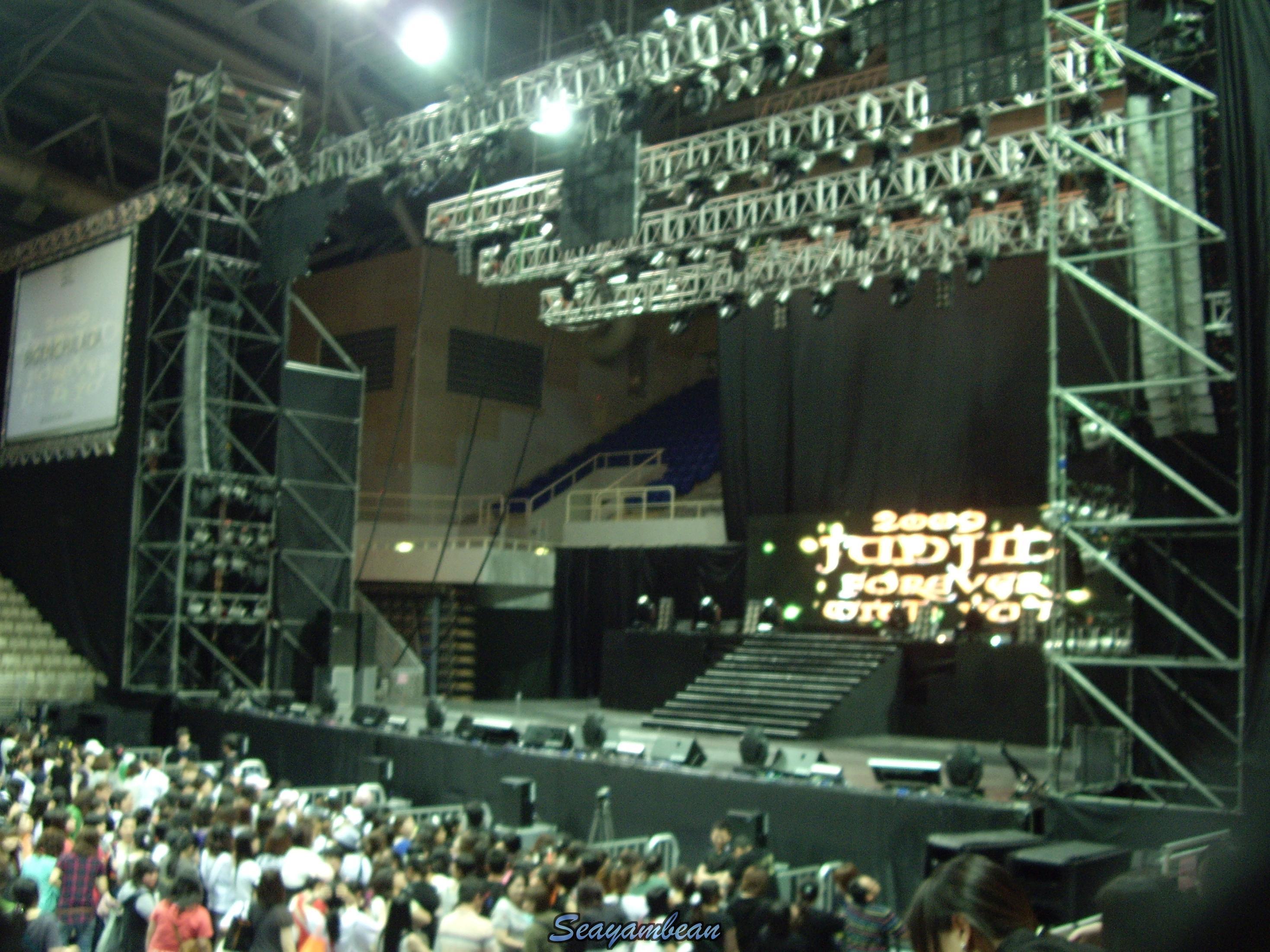 進場後的舞台.JPG