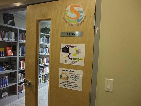 9 校內有自己的圖書館