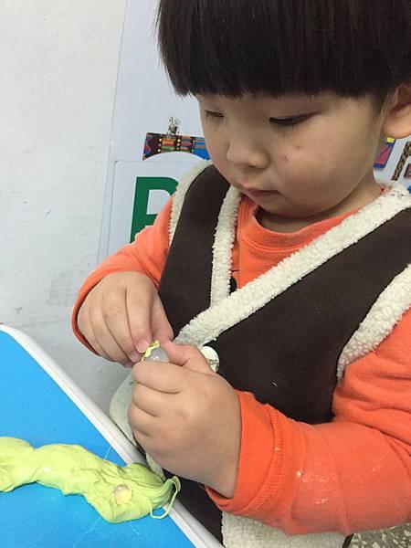 小手發展影響大腦 幼兒玩具美勞型玩具