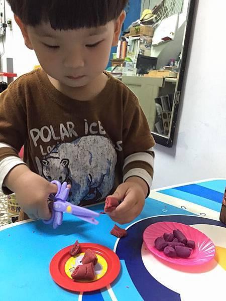 【潛力種子】黏土配剪刀訓練手部力量