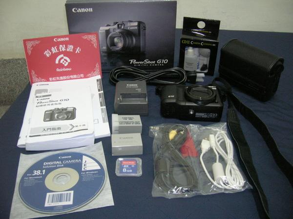 相機裡的配件,及送的電池和8G記憶卡