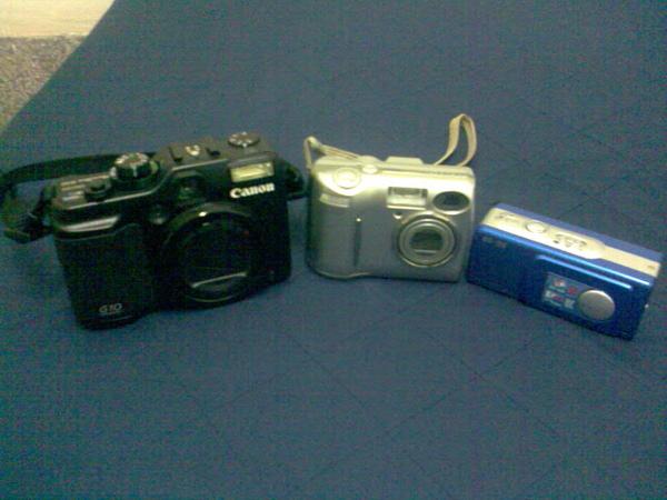 三台相機合照~用手機拍的~