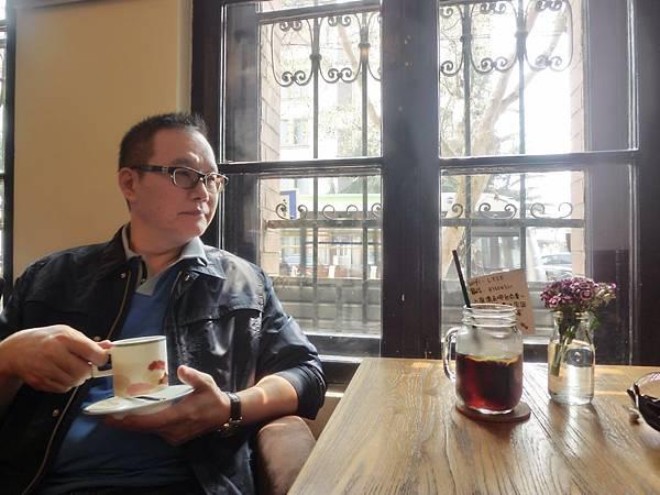 圖1 我在青島一家別緻的咖啡館裡品味人生