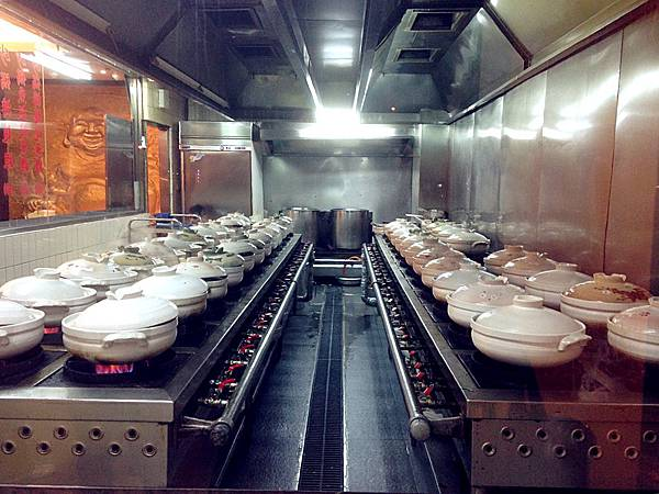 圖1 四十個砂鍋一起沸騰