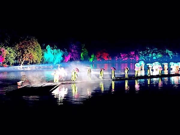 圖1 東南形勝,江湖都會,錢唐自古繁華(杭州西湖水舞秀)。