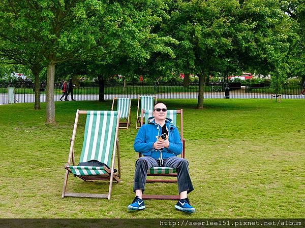 圖1 不論路有多遠,世界就在眼前(倫敦海德公園)。.jpg